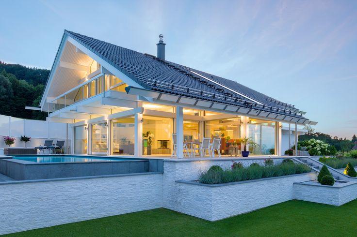 HUF Fachwerkhaus in Fertigbauweise Aussenansicht Licht Glas Holz Skelettbau