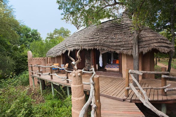 Surrounded by wildlife and picturesque views of the Makhutswi River, feel as though your holiday is infused with natural beauty from beginning to end at Makalali Private Game Lodge.