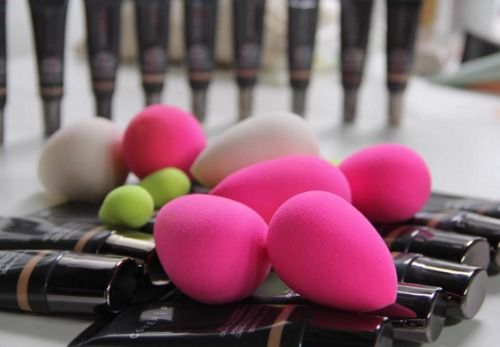 Think you know every way a person could possibly use a Beautyblender? Well, if you haven't been using one to color your hair, then you're totally missing out....