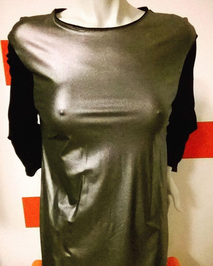 Handmade Black and silver stretch maxi shirt. Three-quarter wide sleeves, round neckline. Coated Fabric di RCClo su Etsy