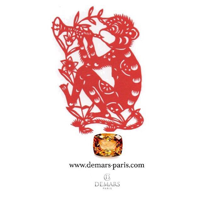 Joyeux nouvel an chinois ! L'année du singe de feu démarre aujourd'hui et la topaze en est la pierre symbolique. // Happy Lunar New Year! Year of the Red Monkey begins today and topaz is the symbolic gemstone of this year. #demars #demarsparis #joaillerie #paris #luxe #diamant #necklace #diamants #diamond #diamonds #luxury #jewelry #jewellery #instajewelry #style #lifestyle #perle #perles #saphirs #sapphires #perlesdetahiti #tahitianpearls #luxurylife #luxurylifestyle #topaz #yearmonkey