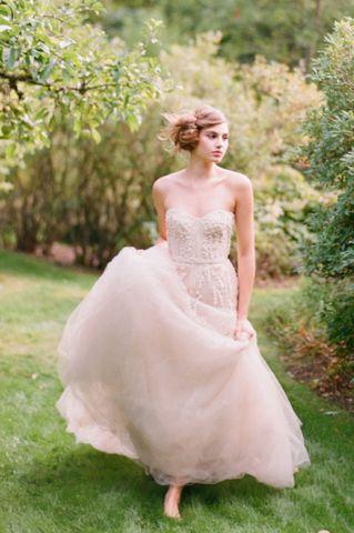 Monique Lhuillier Candy Blush Wedding Dress - Nearly Newlywed Wedding Dress Shop Photo by #ElizabethMessina #nearlynewlywed #weddingdress #weddinggown #blushweddingdress