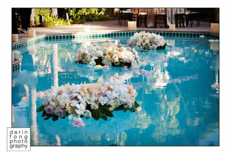 Best 25 floating pool decorations ideas on pinterest floating pool lights pool decorations for Floating candles swimming pool wedding