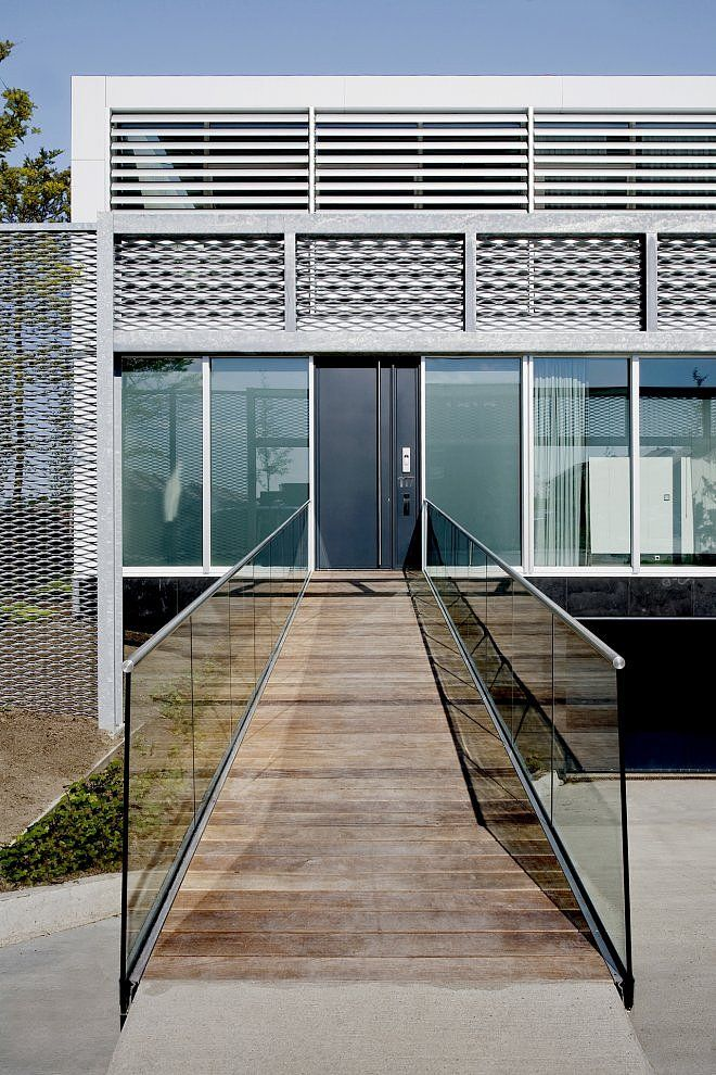~ Steel Study House II by Archipelontwerpers love the entrance!! #architecture #entry
