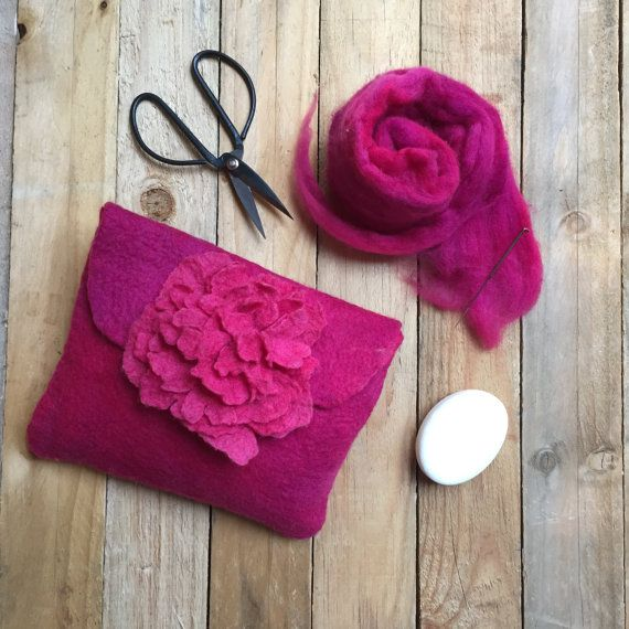 Cerise pink clutch with pink peony flower by LaVieBoeretroos