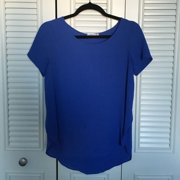 Blue Short Sleeve Top Bright blue short sleeve top from Nordstrom, nice loose fit, worn twice, great condition Lush Tops Blouses