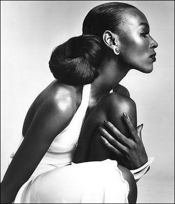 Model Naomi Sims. First African American dark skinned supermodel.