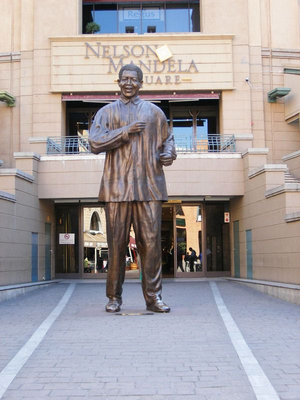 Nelson Mandela Square - Where they have lunch and take photos :)