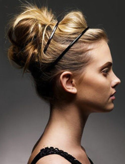 messy bun: Up Dos, Double Headbands, Messy Hairs, Hairs Styles, Messy Buns, Long Hairs, Hairs Buns, Lazy Hair, Updo