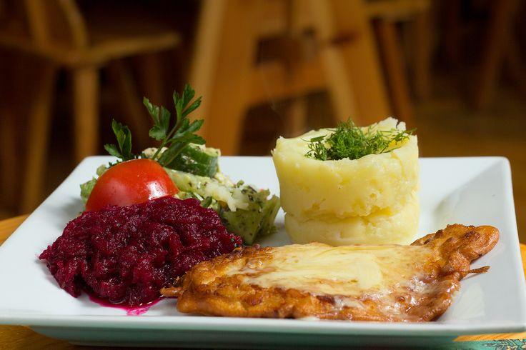 """Eskalopek w cieście.  Zapraszamy. Restauracja Biesiada z """"Hudym Smalcem"""" Kraków ul. Dobrego Pasterza 8"""