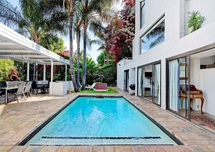 A LARGE ENTERTAINERS DELIGHT IN THIS SOUGHT AFTER DEVELOPMENT OF KOSMOS VILLAGE, HARTBEESPOORT.  A SERIOUS SELLER THAT WILL LOOK AT ALL REASONABLE OFFERS. THIS 4/5 BEDROOMED FAMILY HOME IS  EASILY LOCK UP AND GO. LARGE LOUNGE, BILLIARD ROOM, INDOOR AND OUTDOOR DINING ROOMS, 2 KITCHENS  WITH SOME SEPARATION FOR THE TEENS OR THE IN-LAWS. EXCELLENT ENTERTAINING ON A COVERED PATIO WITH A SPECTACULAR VIEW OF THE DAM AND SWIMMING POOL.