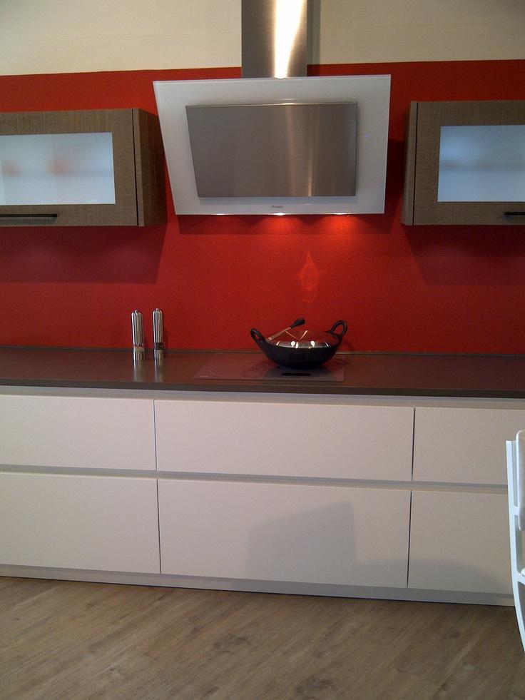 Mejores 87 im genes de cocinas blancas en pinterest - Cocinas con campanas decorativas ...