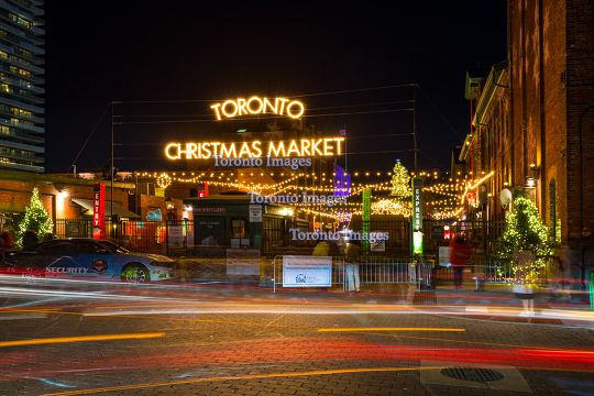 Toronto, Canada: Christmas Market in the Distillery District