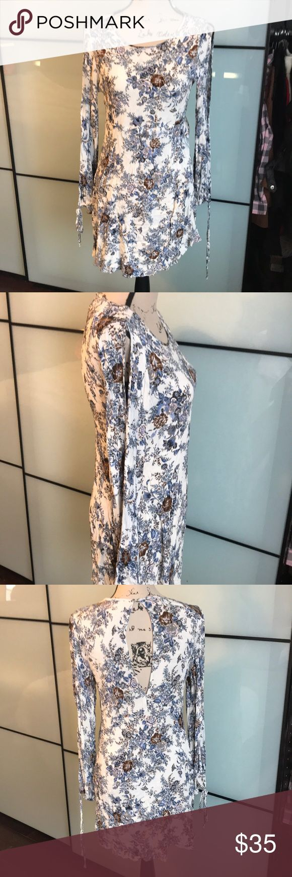 Pretty floral print dress Worn once. Open sleeve floral dress.  Location uc3 American Eagle Outfitters Dresses