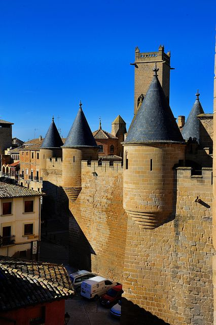 """CASTLES OF SPAIN  - Palacio Real de Olite, construido durantes los siglos XIII y XIV en la   localidad de Olite. Fue una de las sedes de la Corte del Reino de Navarra a partir del reinado de   Carlos III """"el Noble"""". El conjunto formado por estancias, jardines y fosos, rodeados por las altas   murallas y rematados por las numerosas torres, le confieren una espectacular y mágica silueta.   En su época, llegó a ser considerado uno de los palacios más bellos de Europa."""