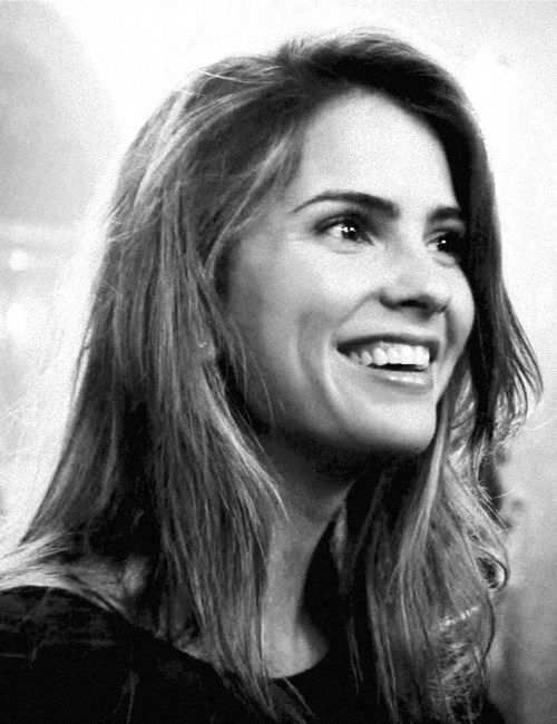 Malia Tate Shelly Hennig smiling happy smile girl
