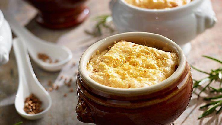 Jesteś ciekaw, jak przygotować zapiekaną zupę cebulową? Poznaj jego przepis na Kuchni Lidla!