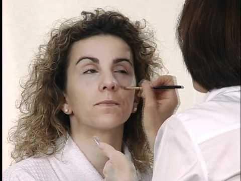 ▶ Sesión de maquillaje couvrance para caras fatigadas y con ojeras.www.farmaciabarata.es - YouTube