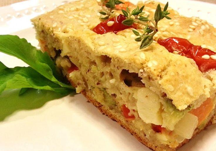 Experimente fazer a torta de legumes com biomassa de banana verde. A receita é mais leve, mas não altera o sabor da