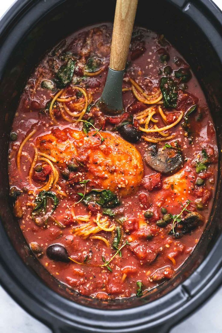 This easy healthy slow cooker chicken cacciatore is a tasty crockpot recipe with fantastic Italian flavors and just 10 minutes of hands-on time.