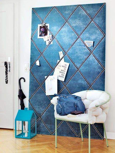 Gönnen Sie sich die Luxusversion der Pinnwand in Form einer gepolsterten und mit Stoff bezogenen MDF-Platte.