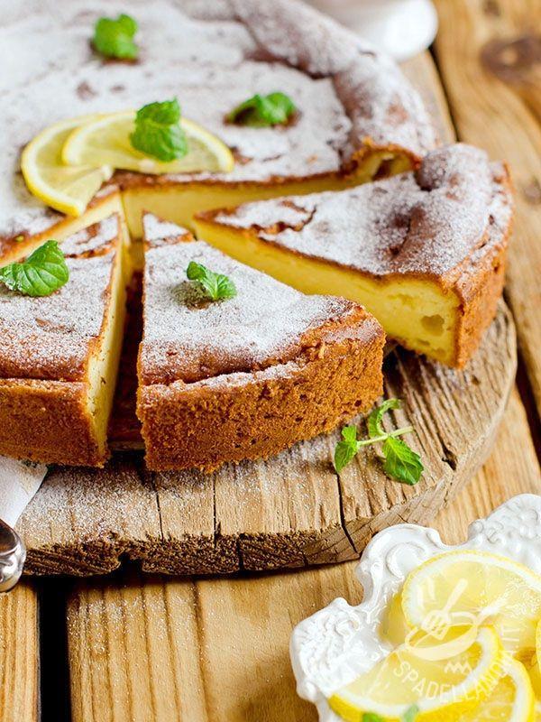 La Torta di ricotta e limone è uno di quei dolci della tradizione che ha tutto il sapore buono, genuino e semplice delle torte della nonna.
