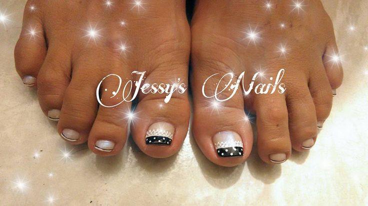 uñas con puntos blanco y negro #uñas #delicadas #nailart #lunares