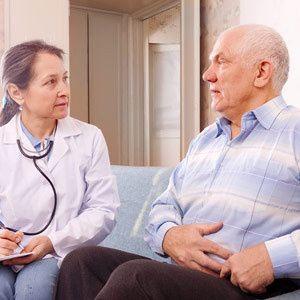 Acompañamiento de personas mayores al médico