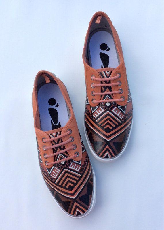 www.cewax.fr aime ces basket de style ethnique afro tendance tribale tissu wax africain Sneakers imprimer chaussures par 2Woo sur Etsy