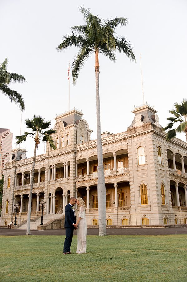 An intimate vintage inspired wedding at Iolani Palace