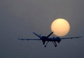 8-Jun-2013 7:08 - WEER DRONE-AANVAL IN PAKISTAN. In Pakistan zijn zeven mensen omgekomen bij een vermoedelijke aanval van een Amerikaans onbemand vliegtuigje, een zogeheten drone. De aanval vond plaats in een gebied tussen de regio's Noord- en Zuid-Waziristan, bij de grens met Afghanistan. De nieuwe Pakistaanse premier Asif Ali Sharif, die woensdag werd geïnstalleerd, heeft in zijn verkiezingscampagne de Amerikaanse drone-aanvallen diverse malen veroordeeld. In de toespraak voor hij de...
