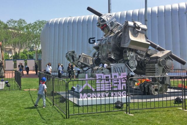 younkee.ru | техноновости и девайсы: В Китае показали гигантского боевого робота-обезья...  #CHINA   #monkeyking   #duelbot   #robots   #younkee