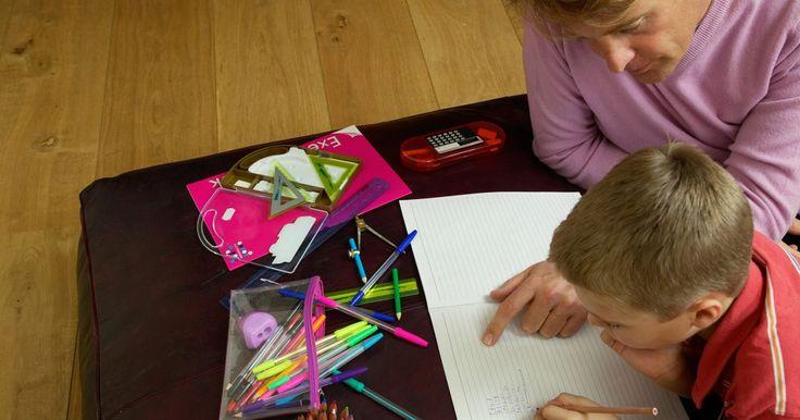 Actividades de perímetro y área para primaria. Los temas de área y perímetro tratan con la cadena de las matemáticas conocida como geometría. La geometría trata de las formas, cómo están formadas y cómo se relacionan entre sí. Enseñar estos conceptos a los estudiantes de primaria puede incluir algunas actividades divertidas e interesantes que pueden ser desarrolladas dentro y fuera del aula.