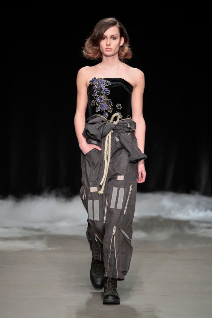 Saskia ter Welle | Come Fly with Me | Couture Collectie | Amsterdam Fashionweek | 27 januari 2017 Fluwelen bustier met borduursels. © Team Peter Stigter