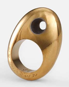 // Man Ray. LeTrou ring of 24kt gold and platinum, edition of 12, Gem Montebello (Diane Venet collection) - 1970