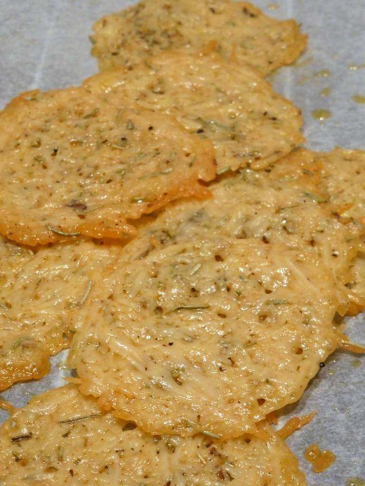 Diese Parmesan-Chips sind schnell gemacht. Sie sind so einfach und unglaublich lecker.