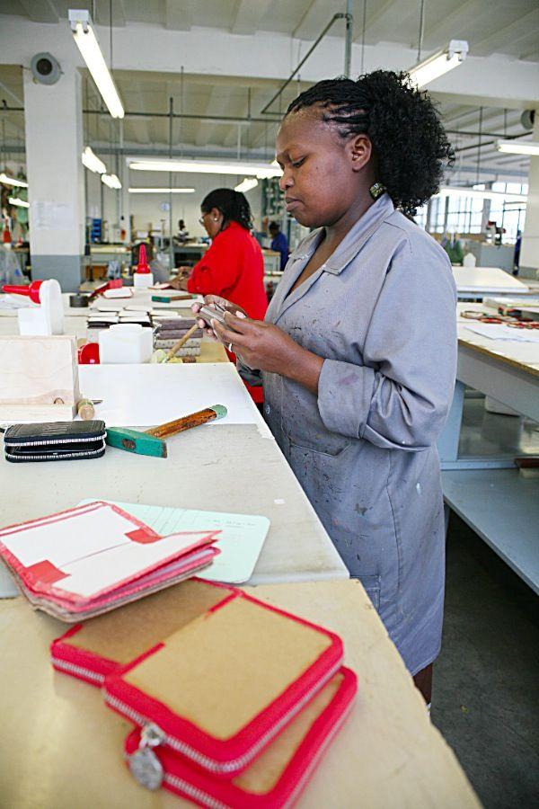 Via La Moda zip around folder being crafted by a dedicated artisan  #vialamoda