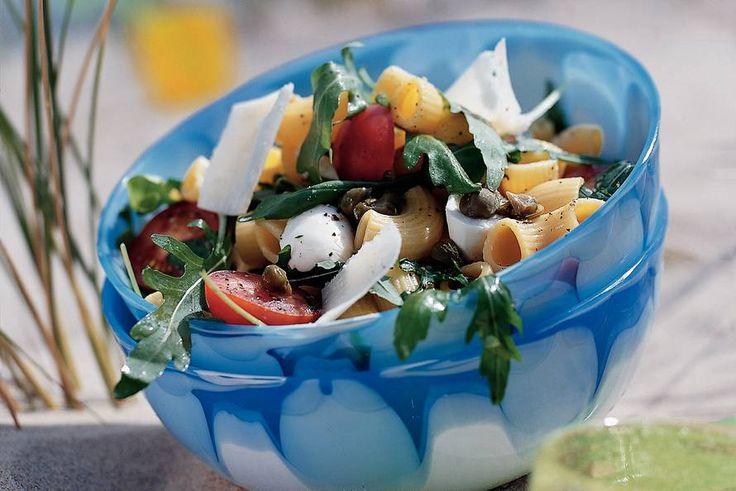 Lauwwarme pastasalade met rucola en mozzarella - Recept - Allerhande