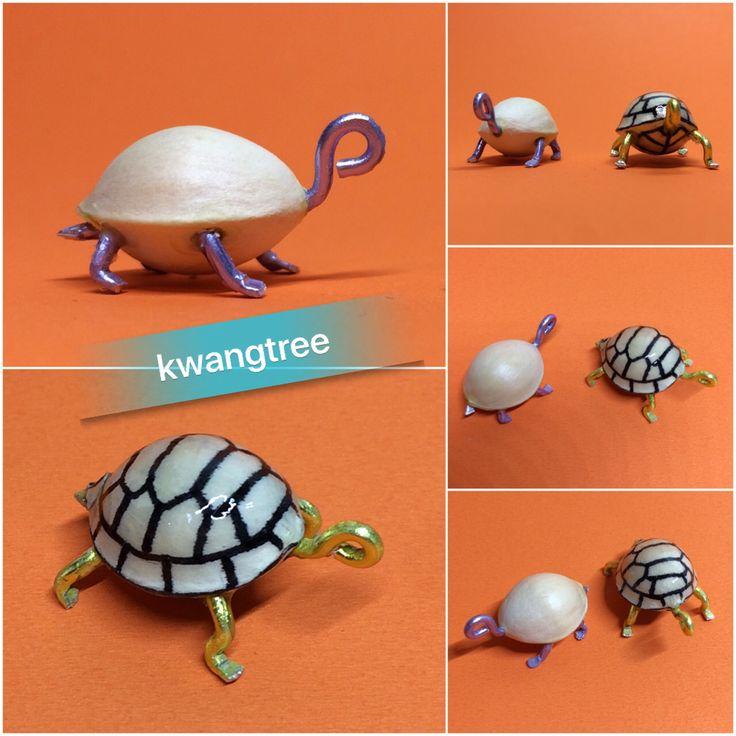 은행거북 한마리 더~  무늬는 다음에 넣어야겠당... #견과류공예 #은행 #银杏 #白果 #GinkgoNut #ぎんなん #거북이 #Turtle #Tortoise #龟 #乌龟 #カメ #은행거북