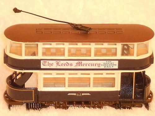 REDUCED 36802 Corgi Classics Tram Leeds Closed Tram Set Elland Road | eBay