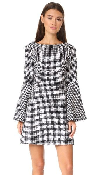 ¡Consigue este tipo de vestido largo de JOUR/NÉ ahora! Haz clic para ver los detalles. Envíos gratis a toda España. JOUR/NE Long Sleeve Dress: An embroidered houndstooth pattern adds a striking look to this JOUR/NE shift dress. Deep V back. Long bell sleeves. Hidden back zip. Lined bodice. Fabric: Basket weave. Shell: 35% cotton/35% acrylic/30% polyester. Lining: 100% cotton. Dry clean. Made in Portugal. Measurements Length: 34.25in / 87cm, from shoulder Measurements from size 38 (vestido...