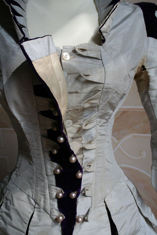 1888 bodice - Reception gown two-piece (bodice and skirt) in Pearl Grey taffeta and silk velvet purple. ____ (translated from Italian by BabelFish)