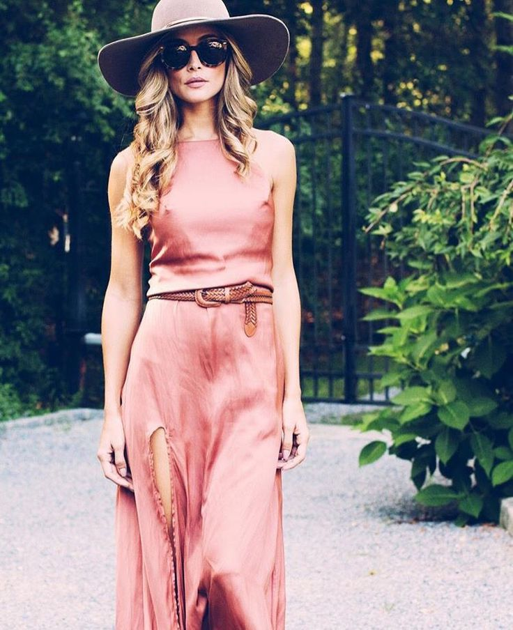Silky, flowy and pink look.