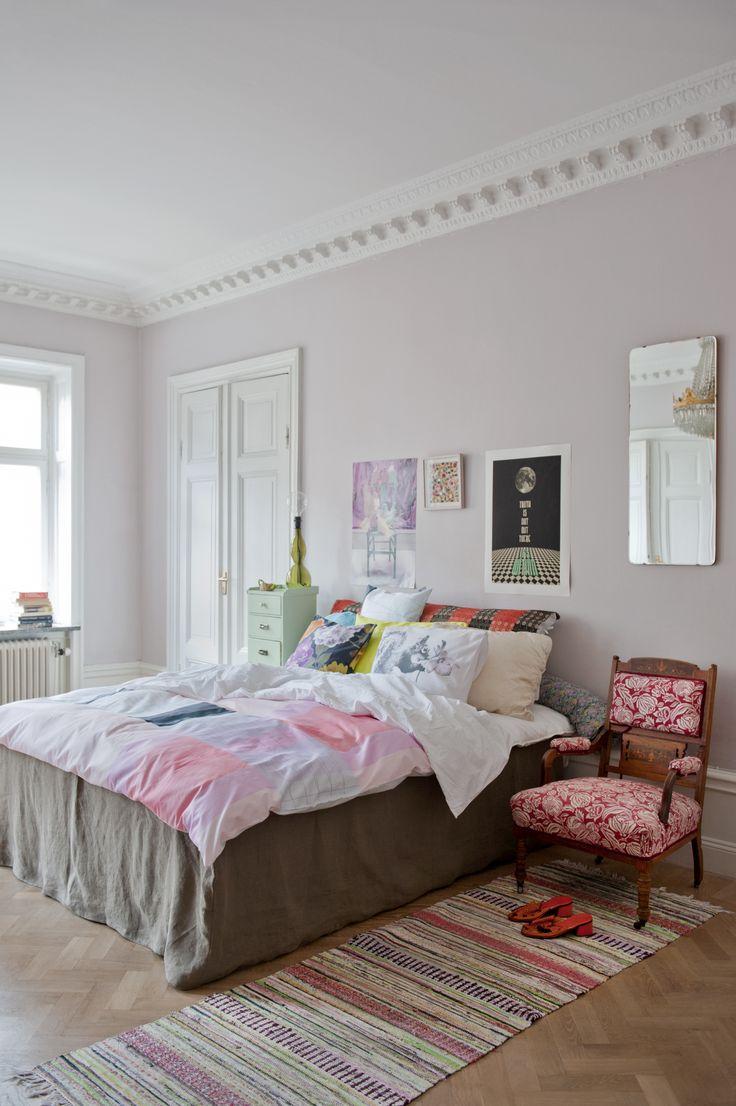 Bemz bedskirt cover in Loose Fit Urban style in Rosendal Sage Brown. www.bemz.com