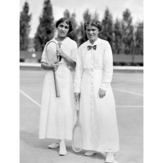 Vintage tennis fashion: Women wearing white at the Tennis Champions, 1913