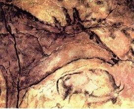 Бизон и лань. Рисунок глиной и углем в пещере Альтамира (Испания).