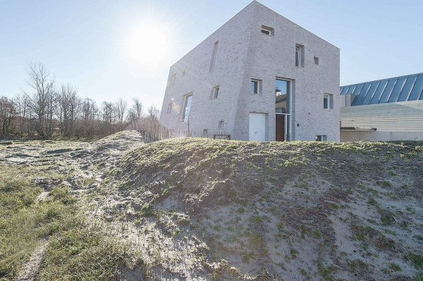 House As A Rock by Global Architects