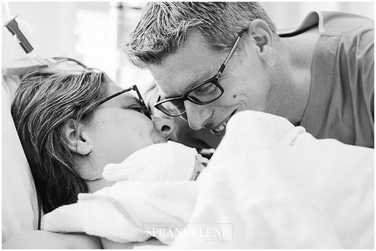 Intense love by Sprankelend | lifestyle fotografie #emotion #newborn #birthphotography