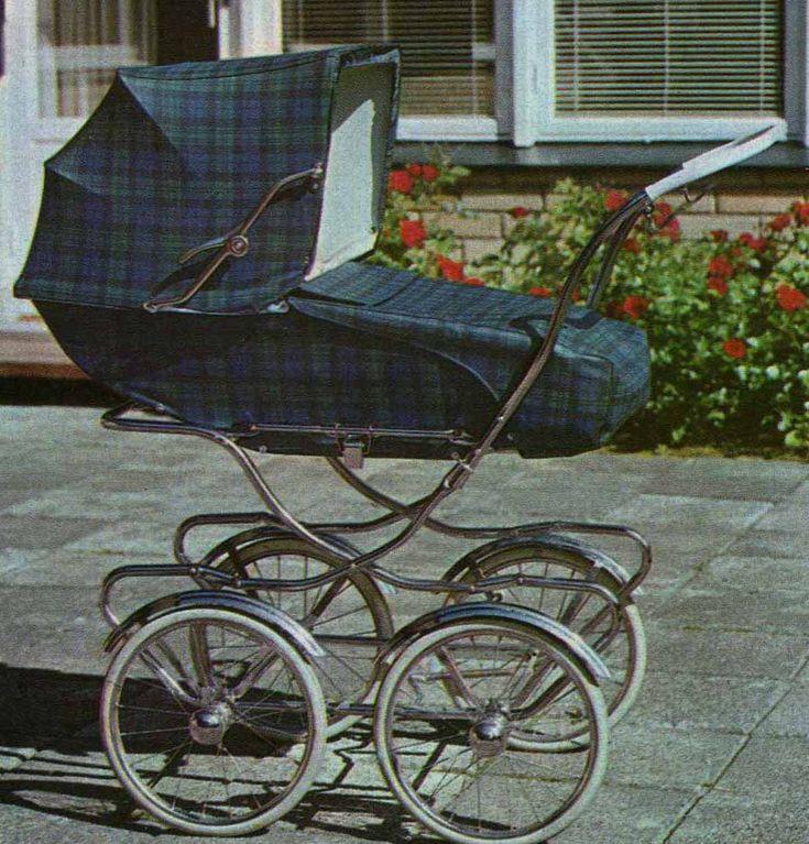 SVENSKTILLVERKADE BARNVAGNAR FRÅN 1960-TALET BRIO Comfort 30713 sittinsats  I broschyren för 1967 finns denna sittinsats till Comfort-vagnen härovan.  Vävplast. Handtaget är troligen räfflat.  Stora bra hjul, men hög.