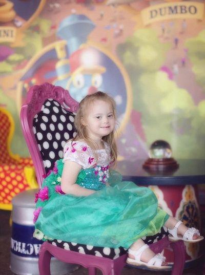 Putri kecilnya yang bernama Giselle adalah seorang anak penderita Down Syndrom. Meski memiliki seorang putri yang mengalami kebutuhan khusus, Kristina mengaku ia sangat bahagia telah melahirkan dan merawat putrinya tersebut.